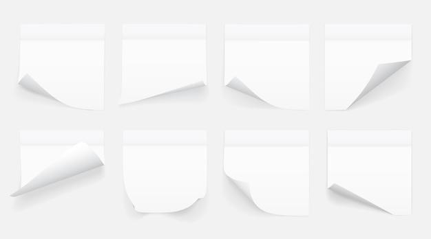 투명 한 배경에 고립 된 메모 용지의 흰 시트 세트. 스티커 메모.