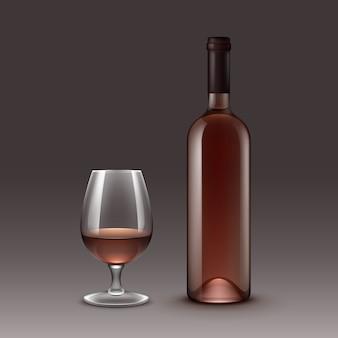 Набор винных бутылок и бокалов, изолированные на фоне