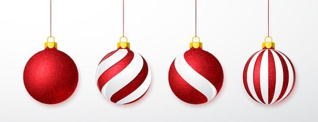 白で隔離のクリスマスガラスボールのセット