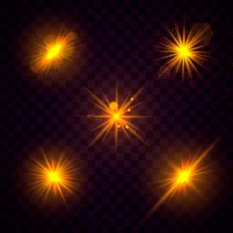 Набор из желтого золота светящийся свет взрывается на прозрачном фоне. сверкающие магические частицы пыли. яркая звезда прозрачное сияющее солнце, яркая вспышка. взрыв с пылью и блеск изоляции. вектор