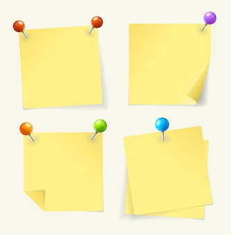 Набор желтой бумаги приколот готов для вашего текста