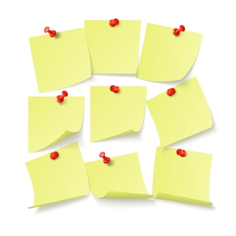 벽에 클립으로 붙어 텍스트 또는 메시지에 대 한 공간을 가진 노란색 스티커 세트. 흰색 배경에 고립