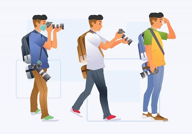 Набор фотографа молодого человека с другой позой и одеждой приносит иллюстрацию цифрового фотоаппарата и рюкзака. используется для плакатов, изображений веб-сайтов и прочего