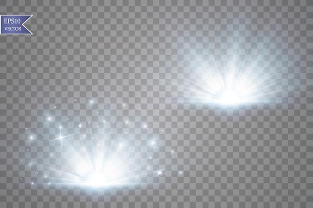 세트. 빛나는 별, 태양 입자 및 하이라이트 효과, 황금색 보케 조명이 반짝이고 스팽글이 있습니다. 어두운 배경에서 투명합니다.