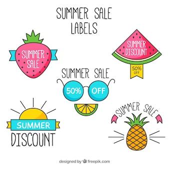 Set di etichette di vendita estive con elementi di spiaggia