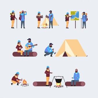 Набор туристов туристы с рюкзаками мужчина женщина походная концепция разные пары во время похода сбор путешественников на поход в полный рост