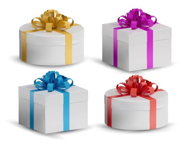 반짝이 반짝임이있는 흰색 선물 상자를 설정하십시오. 흰색 바탕에 현실적이 고 닫힌 휴일 상자입니다. 삽화