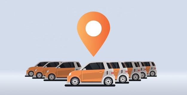 駐車中のいくつかのレンタカー共有地理位置マークカーシェアリングコンセプトオンライン自動レンタルカープーリングサービス