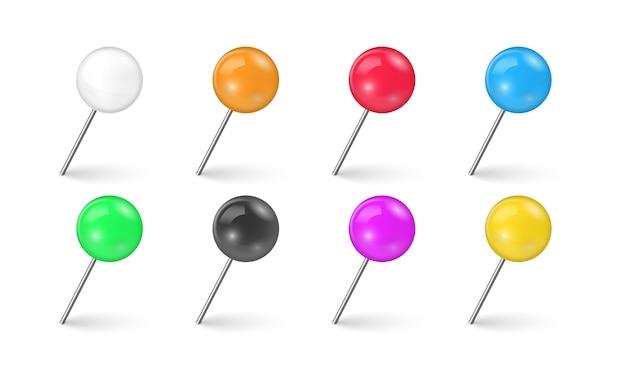 Швейные иглы или пластиковые кнопки для заметок на бумаге. комплект красочного тэкса штыря в различном ракурсе изолированного на белой предпосылке. реалистичные кнопки.