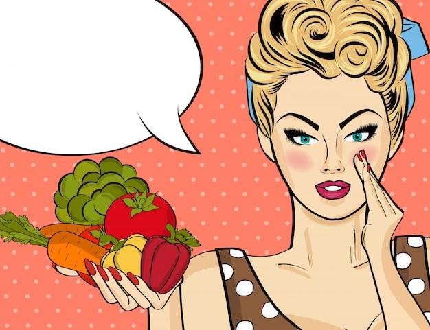 Сексуальная блондинка с много овощей в руках