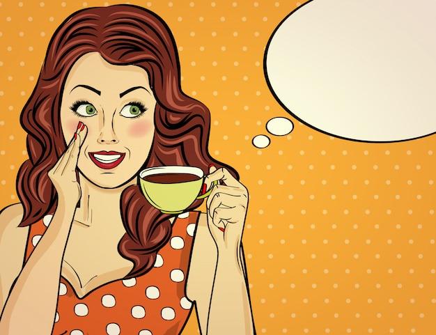 Сексуальная поп-арт женщина с чашкой кофе. рекламный плакат в комическом стиле. вектор