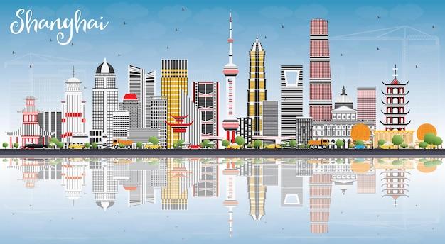 色の建物、青い空と反射のある上海のスカイライン。ベクトルイラスト。近代建築とビジネス旅行と観光の概念。プレゼンテーションバナープラカードとwebサイトの画像