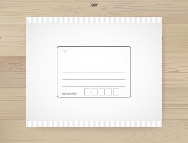 Доставка посылки связана с областью для записи адреса на деревянном фоне