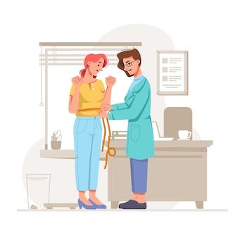 プロの栄養士の栄養士のオフィスの助けで腰を測定するショックを受けた太りすぎの女の子