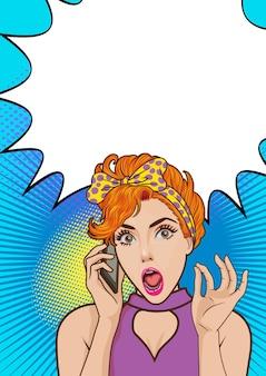 Шокированная женщина разговаривает по мобильному телефону с копией пространства поп-арт ретро комикс Premium векторы