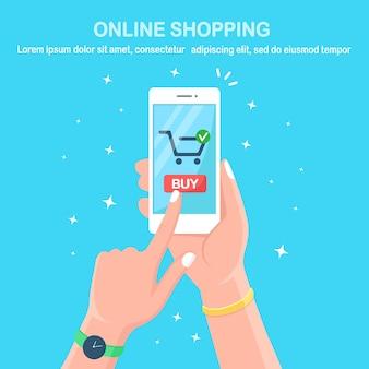 オンラインショッピング。購入者の手にモバイルアプリケーションを備えた白いスマートフォン。デジタルマーケティング