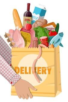 Бумажный пакет для покупок со свежими продуктами.