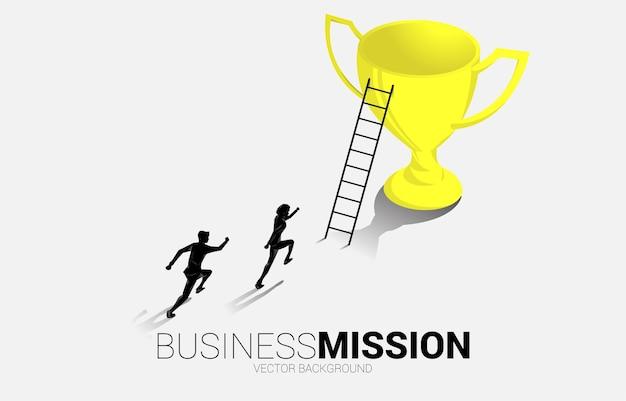 Бизнесмен силуэта, бегущий к трофею чемпиона с лестницей. бизнес-иллюстрация цели лидерства и видения миссии