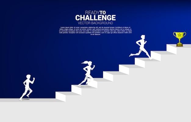 Силуэт бизнесмена и коммерсантки бежит к трофею наверху лестницы. концепция видения, миссии и цели бизнеса