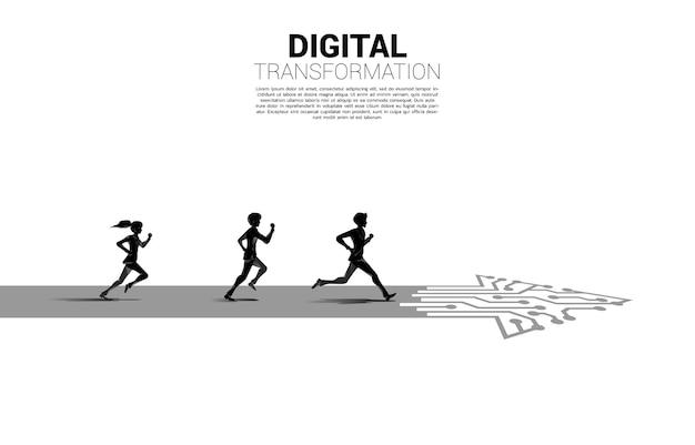 ドット接続線回路で矢印パスを実行しているビジネスマンと実業家のシルエット。ビジネスのデジタルトランスフォーメーションの概念。