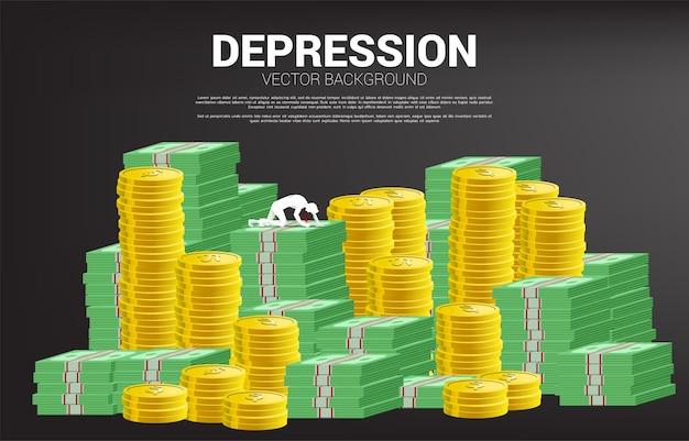 지폐 동전 더미에 크롤 링 하는 사업가의 실루엣. 직장에서 우울증 사업에 대한 개념입니다. 프리미엄 벡터