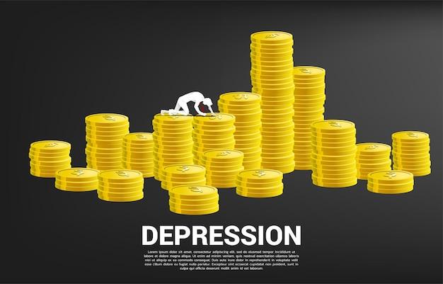 동전 더미에 크롤 링 하는 사업가의 실루엣입니다. 직장에서 우울증 사업에 대한 개념입니다.