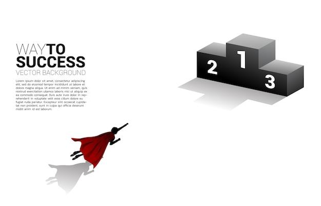 사업가의 실루엣은 챔피언 연단 위로 날아갑니다. 부스트의 개념과 비즈니스에서 앞으로 나아가십시오.