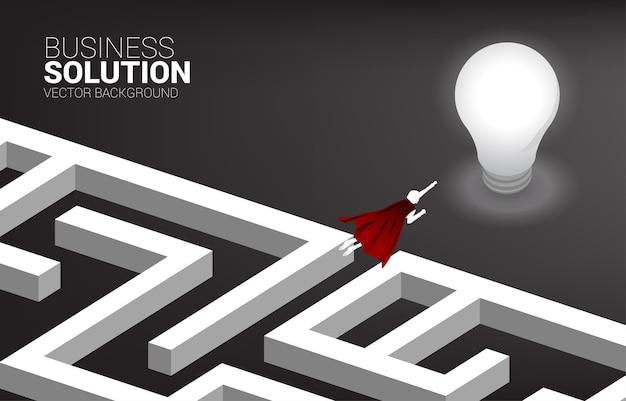 전구에 미로를 비행 하는 사업가의 실루엣. 문제 해결 및 아이디어 찾기를 위한 비즈니스 개념입니다.