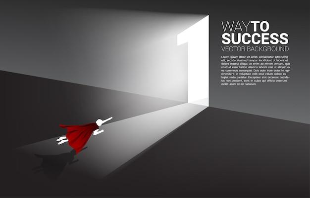 1번 문을 나가기 위해 날아가는 사업가의 실루엣. 경력 시작 및 비즈니스 솔루션의 개념입니다.