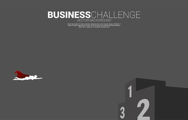 연단에 비행 하는 사업가의 실루엣입니다. 시작 및 빠른 성장 회사를 위한 비즈니스 개념.