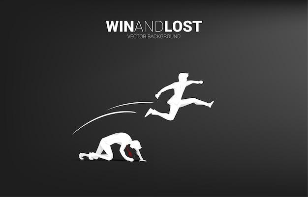 Силуэт бизнесмена перепрыгивает через другого. бизнес-концепция для победы и проигрыша в конкуренции.