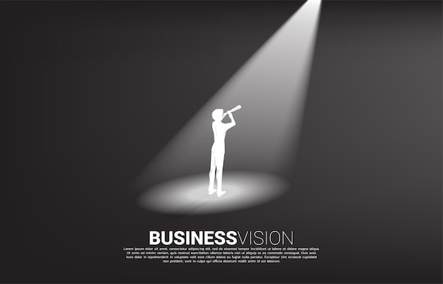 スポットライトで望遠鏡を通して見ているビジネスマンのシルエット。使命とトレンドを見つけるためのビジネスコンセプト。