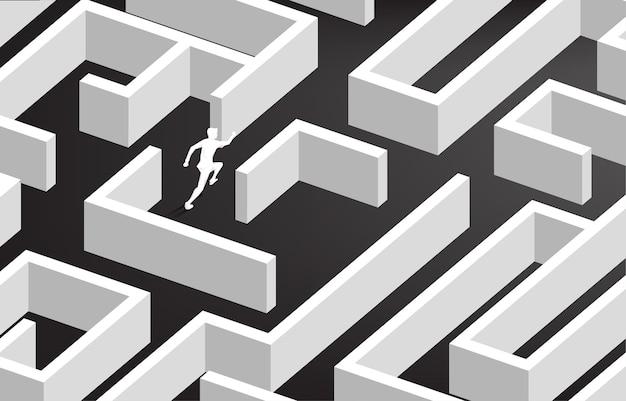 미로의 중심에서 실행하는 사업가의 실루엣. 문제 해결 및 솔루션 전략을위한 비즈니스 개념