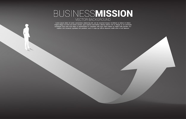 上向き矢印の上に立っての実業家のシルエット。キャリアパスのコンセプトと起業
