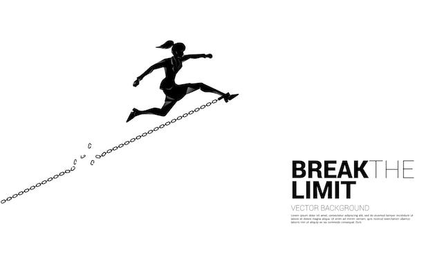 Силуэт бизнес-леди прыгает, чтобы разорвать цепь