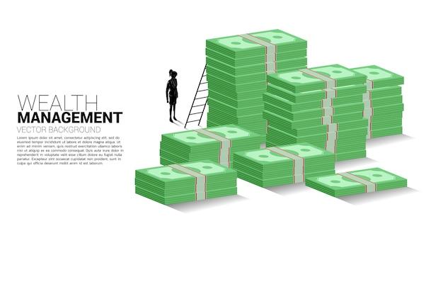 Силуэт деловой женщины, стоящей со стопкой банкноты и лестницы. знамя успеха инвестиций и роста бизнеса