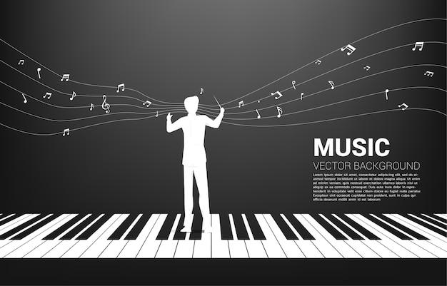 Силуэт дирижера, стоящего с фортепиано