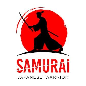 Силуэт японского воина-самурая с мечом