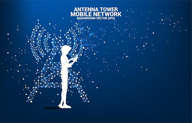 남자의 실루엣은 점과 선 연결에서 휴대 전화 안테나 타워 아이콘 다각형 스타일을 사용합니다. 통신 모바일 및 데이터 기술의 개념