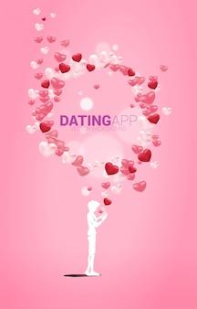 남자의 실루엣 여러 심장 입자와 휴대 전화를 사용합니다. 온라인 사랑과 데이트 응용 프로그램에 대한 개념.