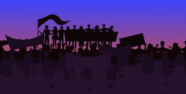 人々のシルエットは、フラグとプラカードのイラストを持っている抗議者を群衆します。アクティビズムのコンセプト