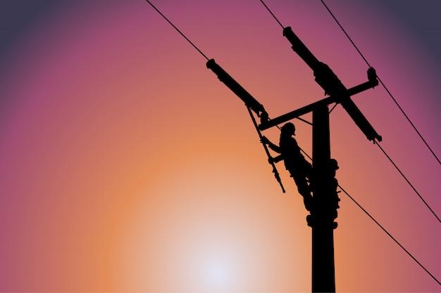 送電線のシルエットは、導体カバーを取り付けます。