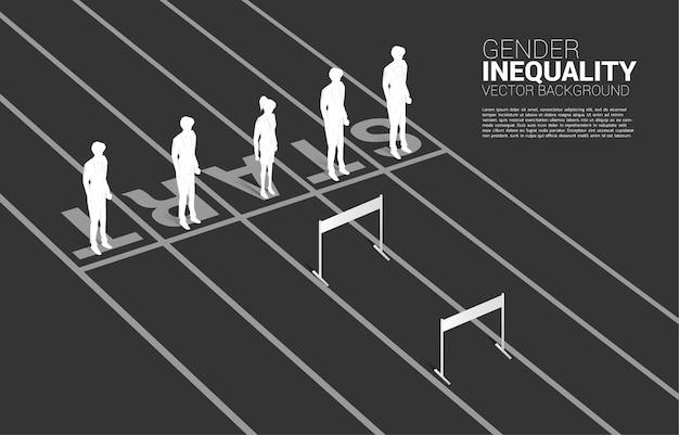 ハードル障害物で立っている実業家のシルエット1。ビジネスにおけるジェンダーの不平等と女性のキャリアパスにおける障害の概念