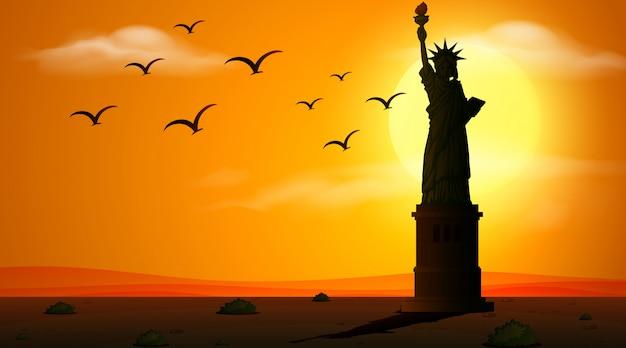 日没時の自由の女神とシルエットシーン
