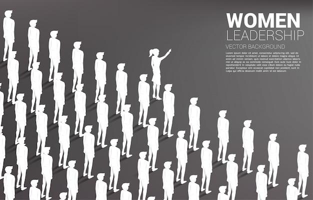 Silhouette группа руководства коммерсантки бизнесмена, который нужно двинуть вперед.