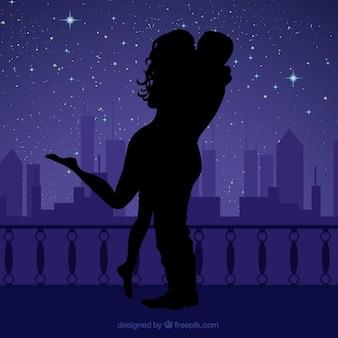 夜の愛好家のシルエット