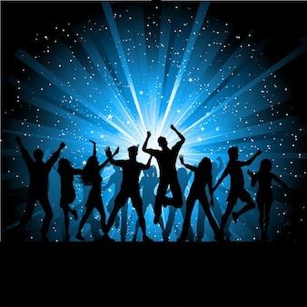 별이 빛나는 배경에서 춤추는 사람들의 실루엣