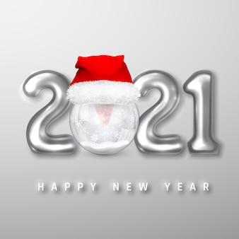 Серебряные гелиевые шары и рождественский снежный шар в шляпе санта-клауса