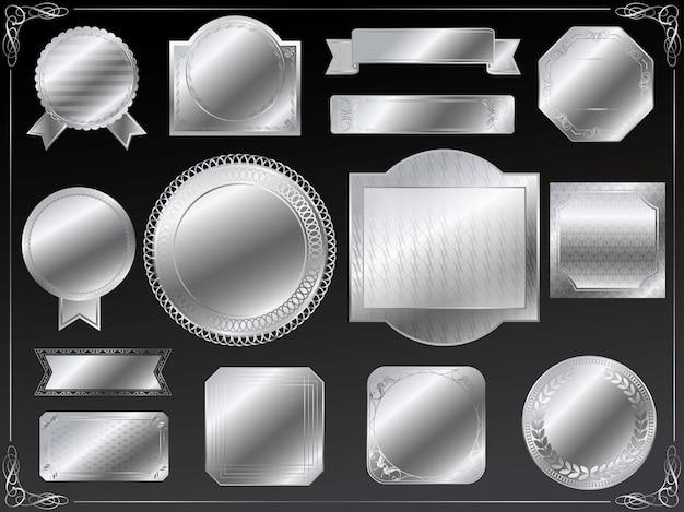 黒の背景に分離されたテキストスペースセットと銀のラベル