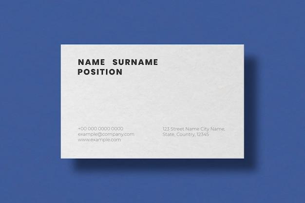 Простой дизайн визитки в белых тонах